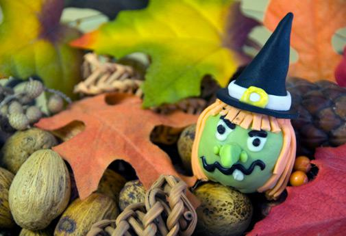 Make your own halloween decorations for Make your own halloween decorations