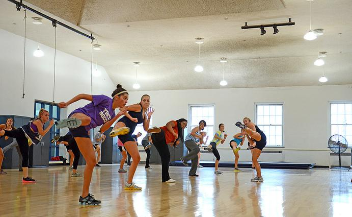 Aerobics vs. Weights: Which is Better for Weight Loss?